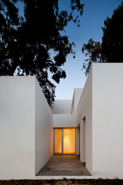 Casas en Aldeia do Meco (Portugal) by DNSJ.arq