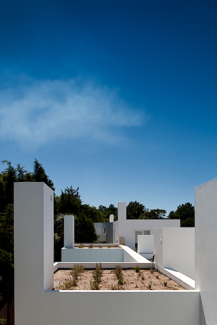 Casas en Aldeia do Meco (Portugal) by DNSJ.arq
