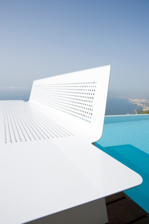 "Banco ""Plane"" by delaOliva -designer Héctor Diego"