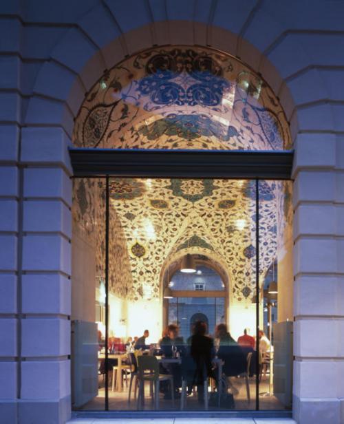 Anne Lacaton de LACATON & VASSAL en Café Una, centro de Arquitectura de Viena.
