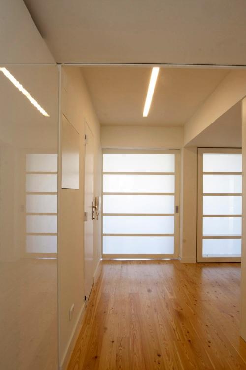Remodelación de apartamento en Portela de Sacavém (Lisboa) by Henrique Barros-Gomes