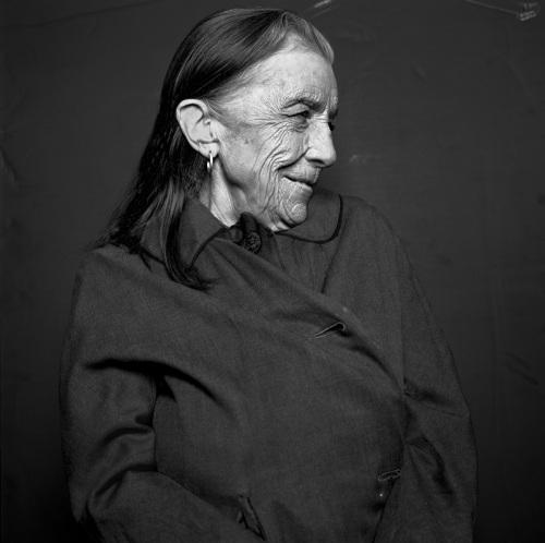 "Louise Bourgeois_private sitting_1996: Exposición ""Crescendo Fotográfico"" by Michel Comte en La Triennale de Milán"