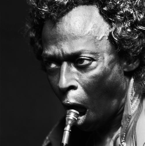 """Miles Davis I_Per Lui_1989: Exposición """"Crescendo Fotográfico"""" by Michel Comte en La Triennale de Milán"""