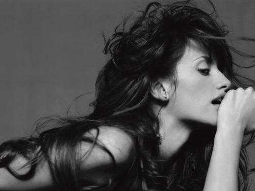 """Penelope Cruz_Premiere Magazine 2001:Exposición """"Crescendo Fotográfico"""" by Michel Comte en La Triennale de Milán"""