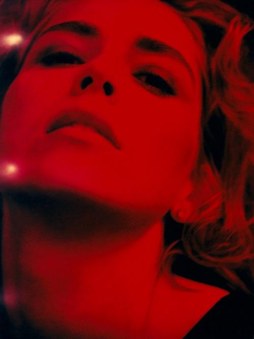 """Sharon Stone_Esquire_1996: Exposición """"Crescendo Fotográfico"""" by Michel Comte en La Triennale de Milán"""