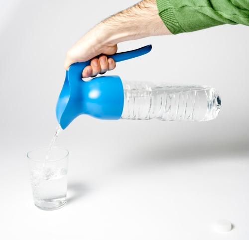 """Seleccionados Premios Delta: Aqua Jar """"Convierte la botella de agua en una jarra"""" by Balvi"""