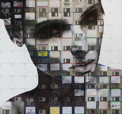 Como reciclar con arte: Floppy disk e vhs el hi-tech revive  by Nick Gentry
